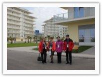 Преподаватели возле гостиницы в Олимпийском парке