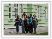 Студенты дирижерско-хорового отделения у Дома-музея Г.В. Свиридова